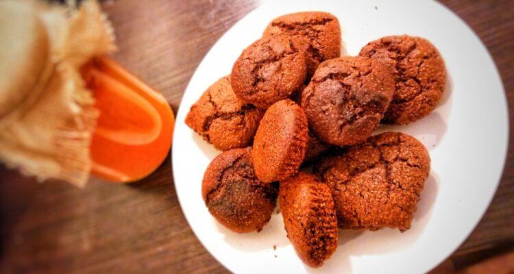 Czekoladowe maffinki z mąki jaglanej z chrupiącą skórką