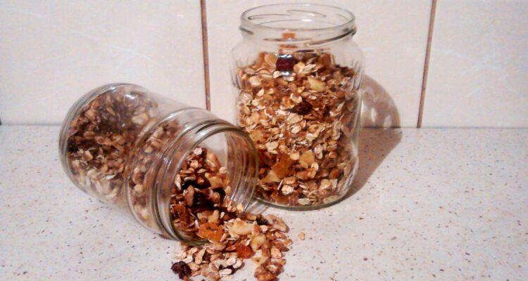 Granola – pełnowartościowe śniadanie ze słoika!