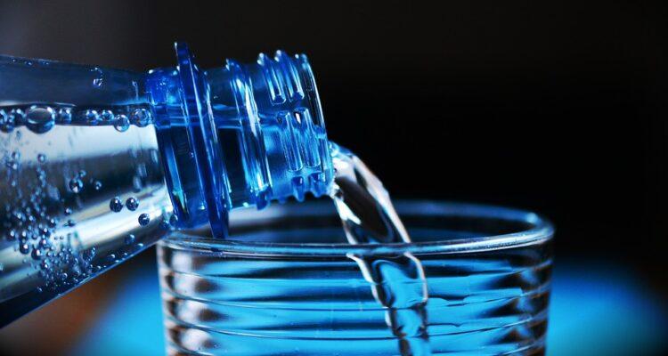 Jeden napój, który da Ci zdrowie i długowieczność! Woda – jak często po nią sięgasz?
