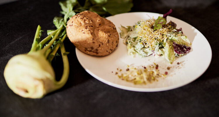 Kalarepa – zapomniane warzywo, które zjesz w całości!